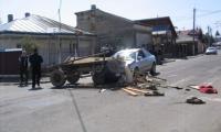Accident intre un autoturism si o caruta in cartierul Magurele.