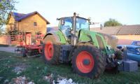 Acesta este tractorul cu care a fost ucis Mihai Mațotă . Cazul tânărului este cercetat de Parchetul de pe lângă Judecătoria Turnu Măgurele.