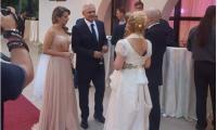 Liviu Dragnea si-a scos gagica la o nunta.