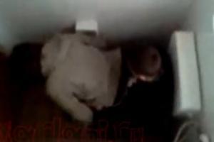 Elevii de la Marin Preda fac sex nestingheriti in bai. sursa foto: dejeanul.ro