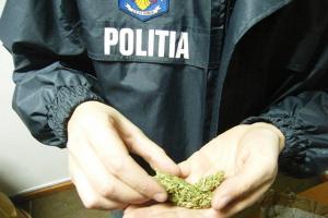 Doi traficanti de droguri, opriti in trafic de procurorii DIICOT