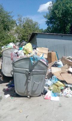 Ghena de gunoi este la blocul L7.