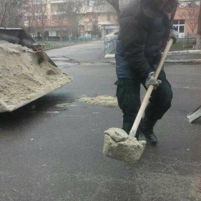 Nisipul, solutia lui Cuclea pentru astuparea gropilor din oras.