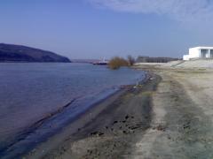 Peisaj cu Dunarea si  bacul