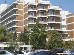 Hotel Comandor aflat in nordul statiunii Mamaia la iesirea spre Navodari. Are 4 stele aer conditiona