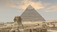 sphinxul si piramide egiptene